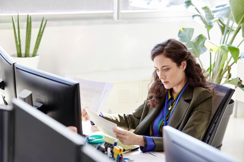 businesswoman-holding-papers-looking-worried-employee-development