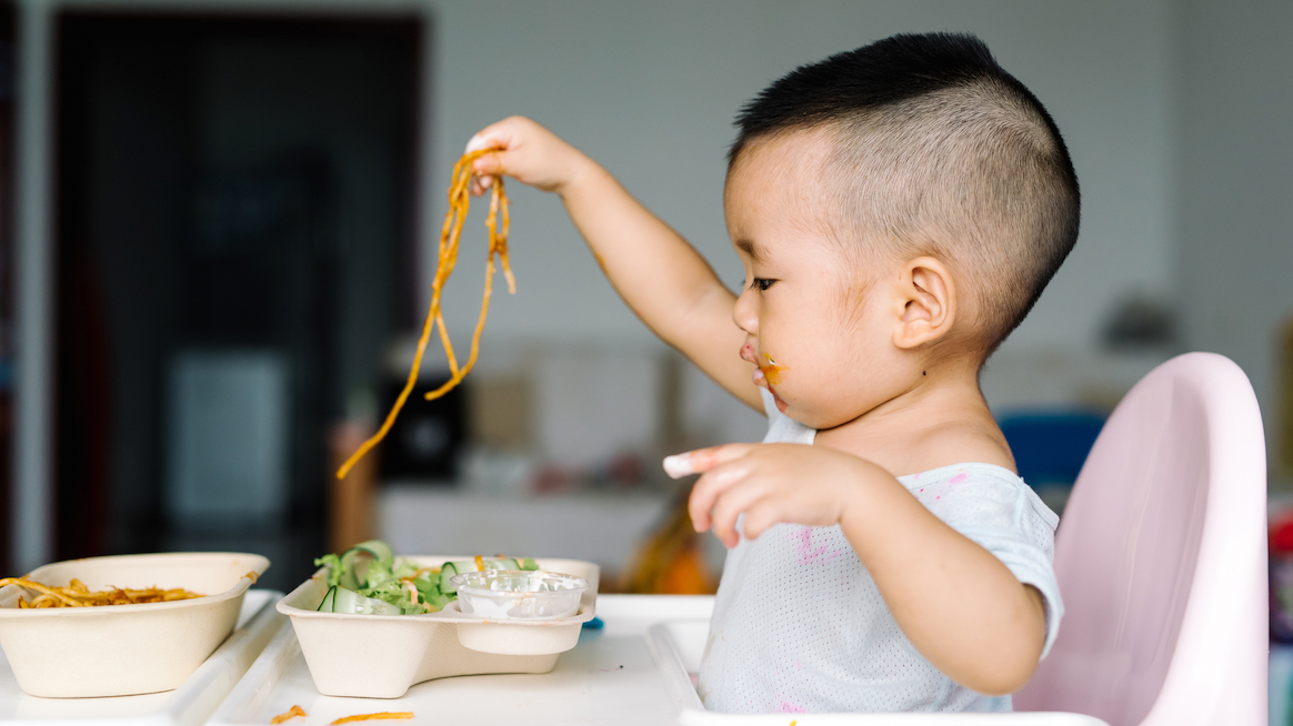 mindful-eating-cute-baby-eating-pasta