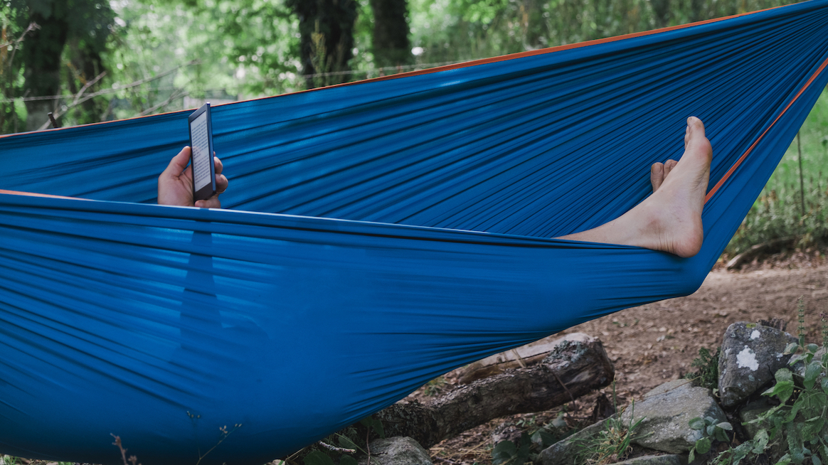 reading-ebook-in-hammock-types-of-rest