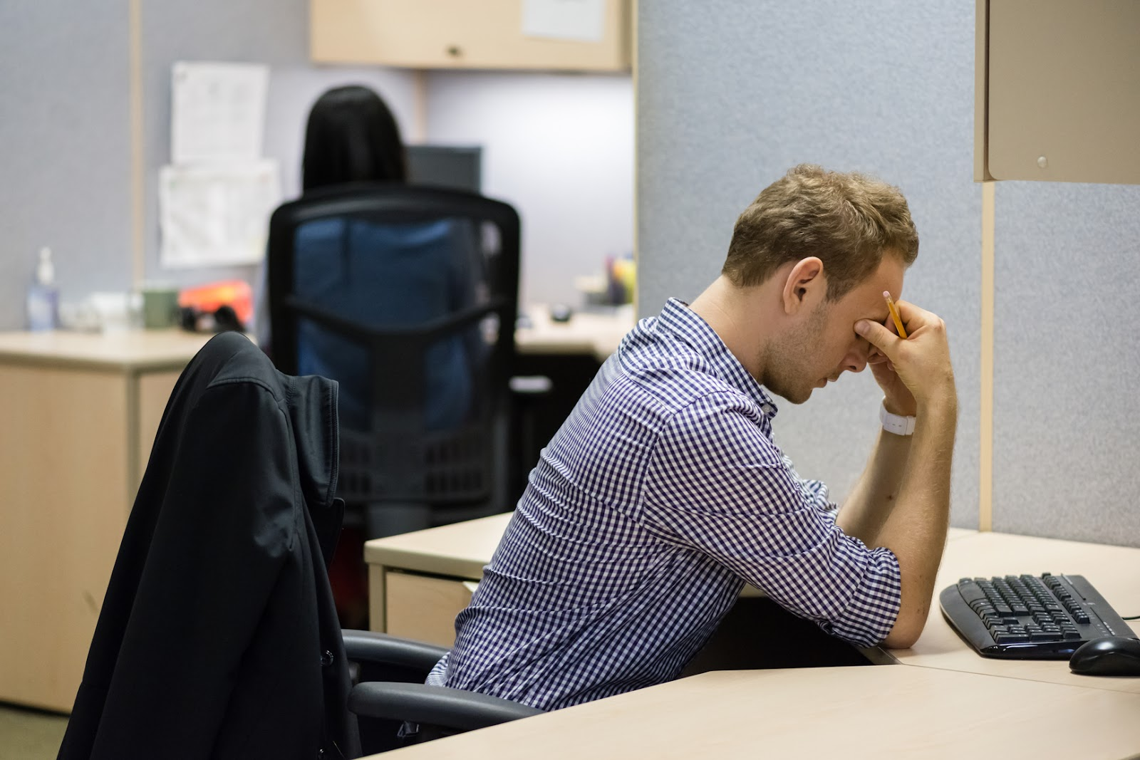 stressed-male-employee-working-in-a-cubicle-stress-management-at-work