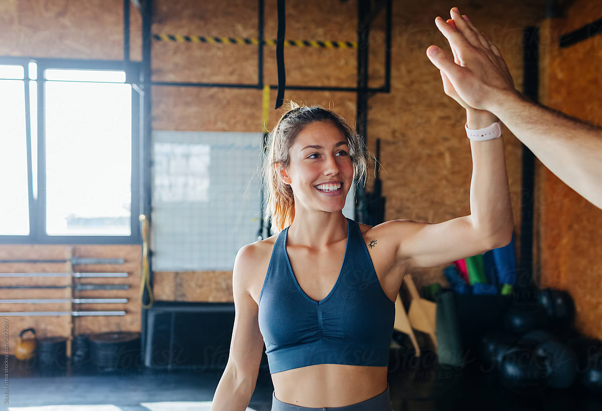 woman-high-fiving-a-person-at-the-gym-growth-mindset