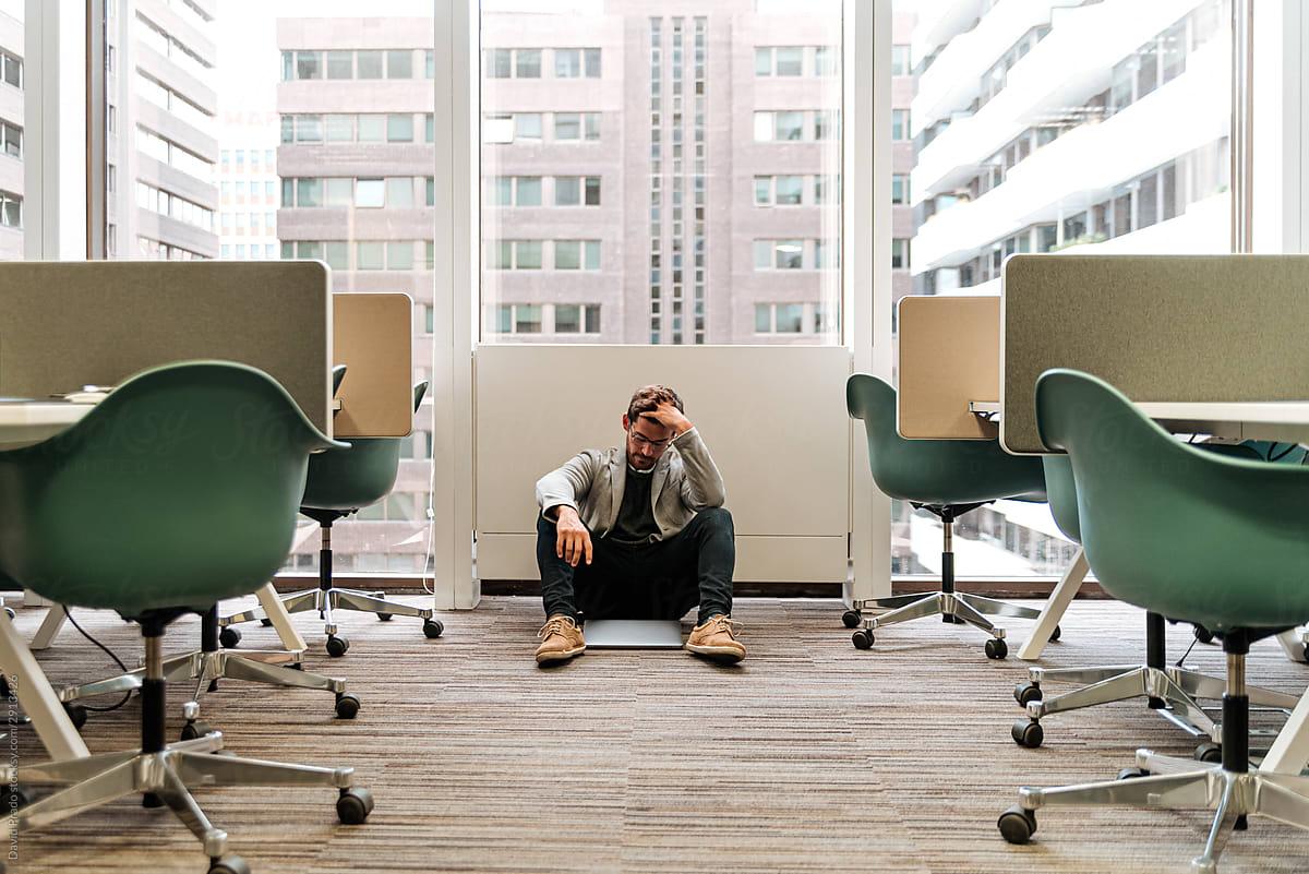 image-employee-sitting-on-the-office-floor-worried-employee-retention