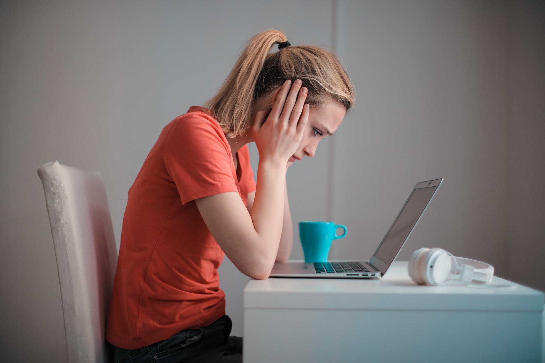 employee-in-front-of-laptop-upset-what-is-failure