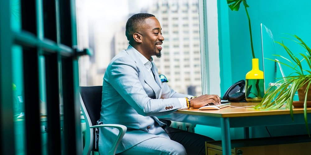 man-sitting-at-computer-desk-authentic-leadership