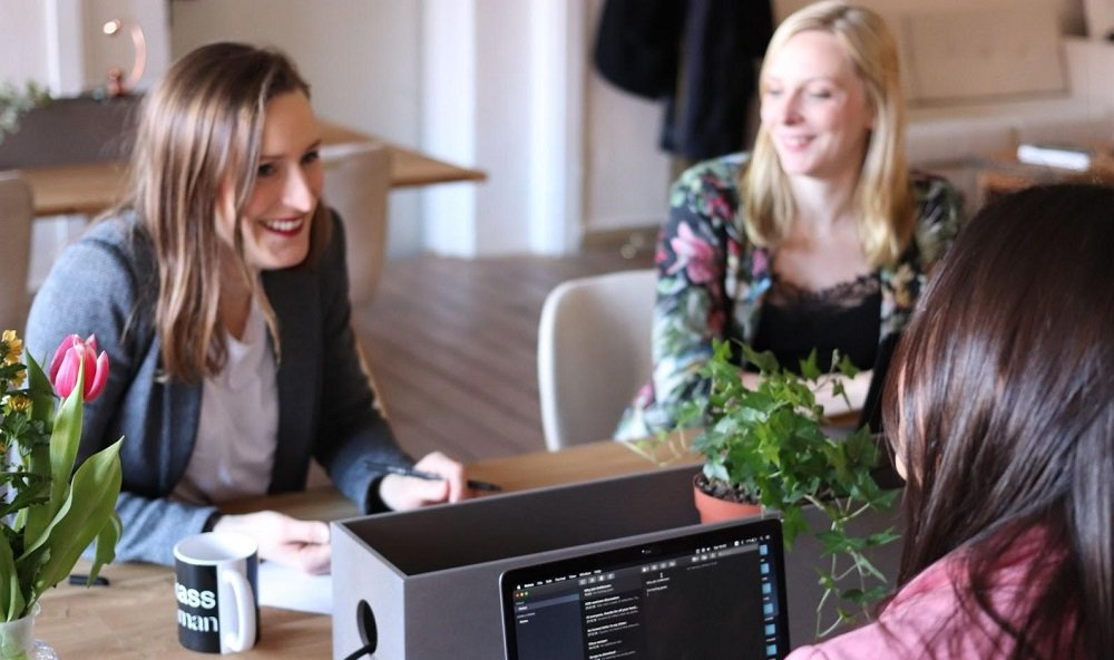 three-women-in-meeting-toxic-leadership