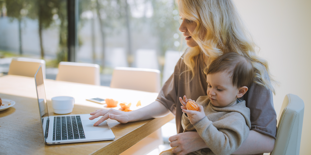 working-mom-with-son-going-back-to-work-after-maternity-leave