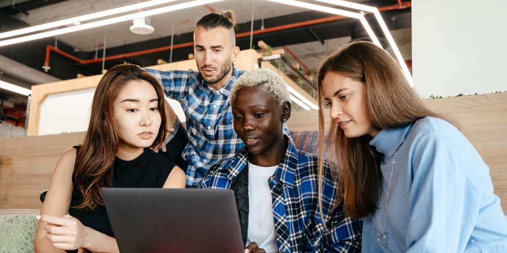 millennials-gathered-around-a-laptop-millennials-working